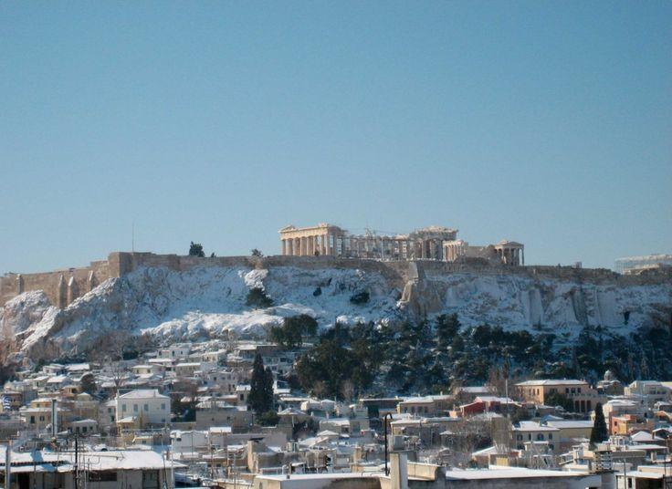 Ακρόπολη - Αρχαιολογία Online Ό λόφος τής Άκροπόλεως ήταν χιονισμένος καί τό 2008...
