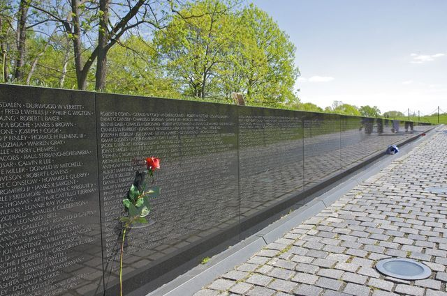 Visit the Vietnam Veterans Memorial in Washington DC: Vietnam Memorial Wall