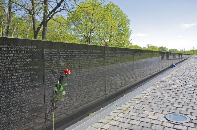 Visit the Vietnam Veterans Memorial in Washington DC: Vietnam Memorial Wall
