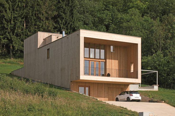 Surplombant la vallée de Vesoul, cette maison inscrite sur un - construction maison terrain en pente