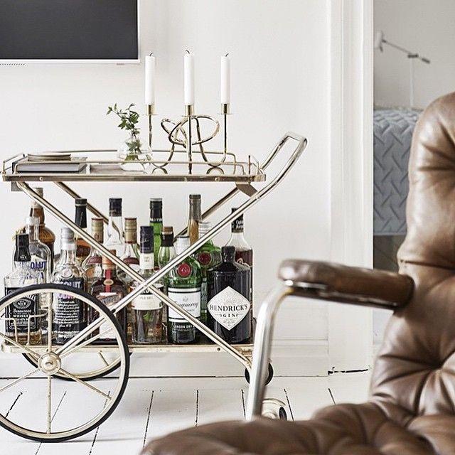 Hur snygg är inte denna drinkvagn? För att inte tala om fåtöljen?! ✨ #nyahemmet