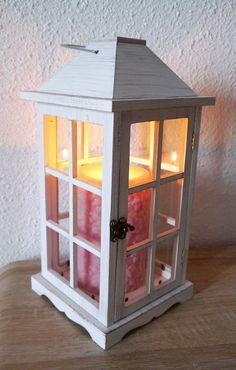 Lanterne en bois vieillie, chic comme décoration de maison ou de fête. Idéale comme centre de table pour un mariage. Bougie Ikea.