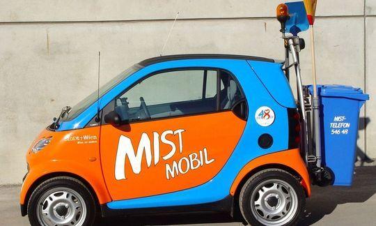 NEUE  MUELLAUTOS  DER  MA 48  ' SMART MIST MOBIL '