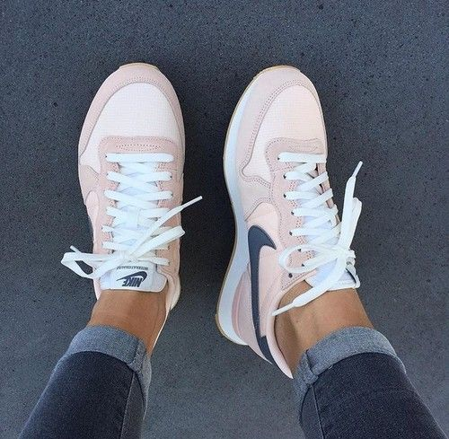 Resultado de imagem para nike internationalist sunset tint cool grey summit white Pinterest // carriefiter // 90s fashion street wear street style pho…
