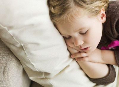 Il metodo del bacio, il metodo ritirata, il metodo del pensolo, il metodo Ferber: 4 programmi per far addormentare il tuo bambino.