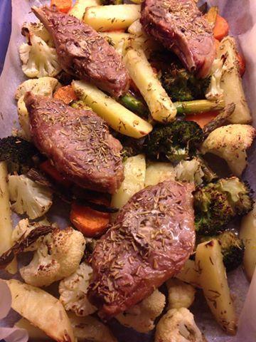 ovnsstekte lammekoteletter med grønnsaker