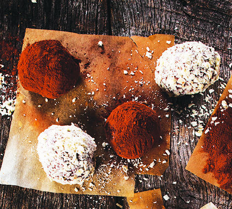 Weigh-you-down desserts don't have to be the norm during the holidays-enlighten your family and friends with these gluten-free, dairy-free, sugar-free, nutrient packed treats, featuring Udo's Choice Green Blend, an organic greens powder blend that is packed with essential vitamins and minerals, and Udo's Oil 3.6.9 Blend, a complete source of all 3 daily omegas.  Happy Thanksgiving everyone!