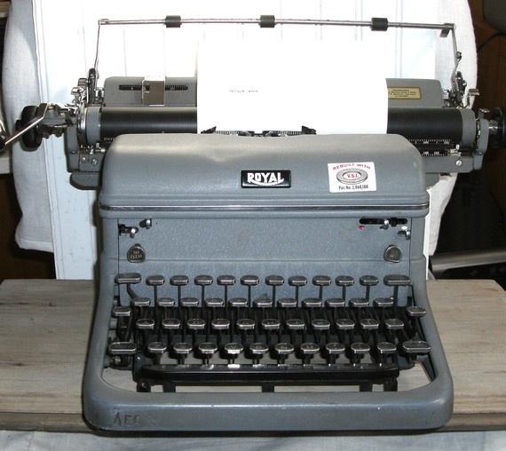 10 images about vintage typewriters on pinterest vintage type typewriters and steampunk gears. Black Bedroom Furniture Sets. Home Design Ideas