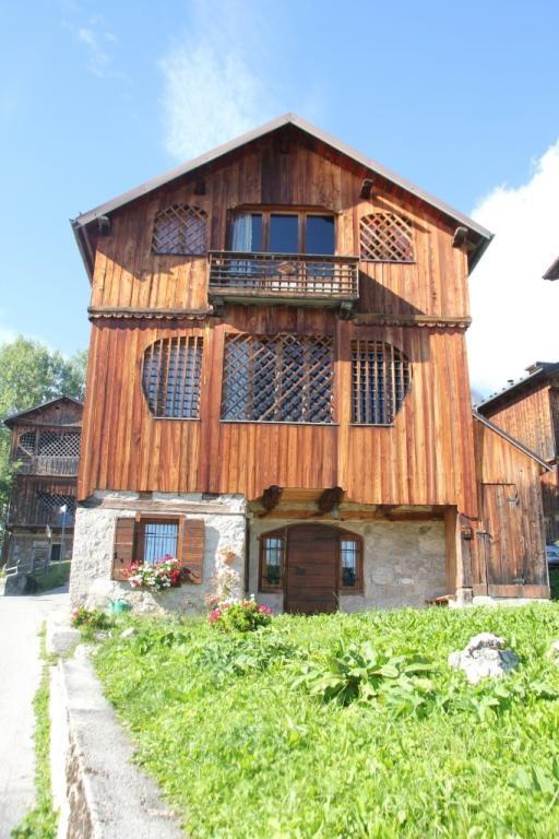 Tabià a Coi di Zoldo Alto. Image from globemy.com http://roberitatesac.wix.com/roberita-tesac