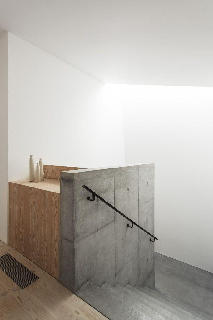 concrete stairs / Luker House by Jamie Fobert Architects