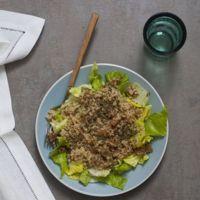 Ensalada de nabo, quinoa y semillas de sésamo tostado. Receta