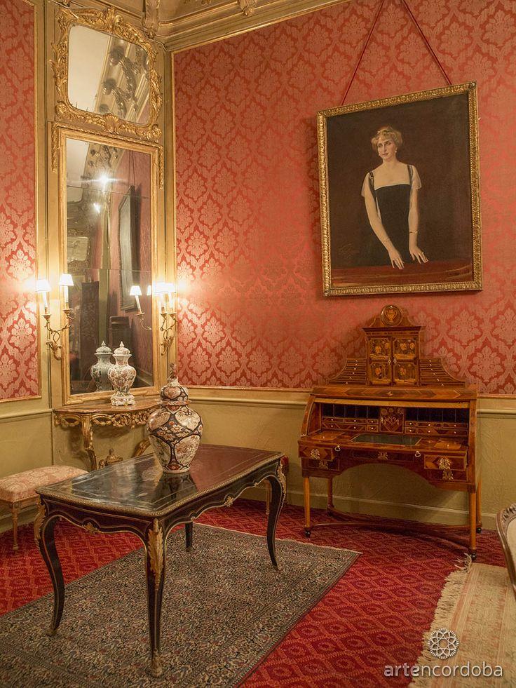 Palacio de Viana. Retrato de la 'Reina Victoria Eugenia' de Sorolla en el Salón Rojo del Palacio de Viana de Córdoba