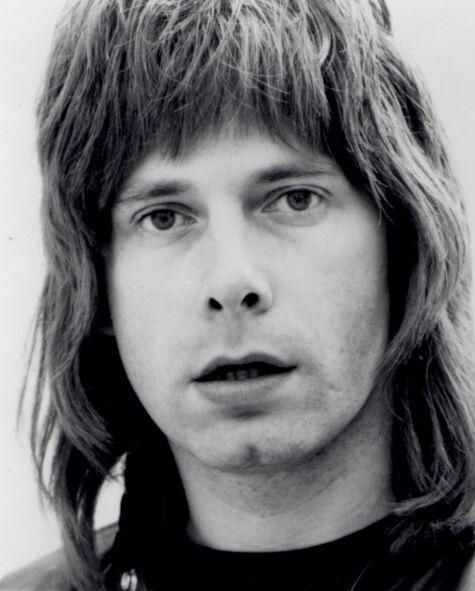 Christopher Guest stars as Nigel Tufnel http://www.movpins.com/dHQwMDg4MjU4/this-is-spinal-tap-(1984)/still-2161809664