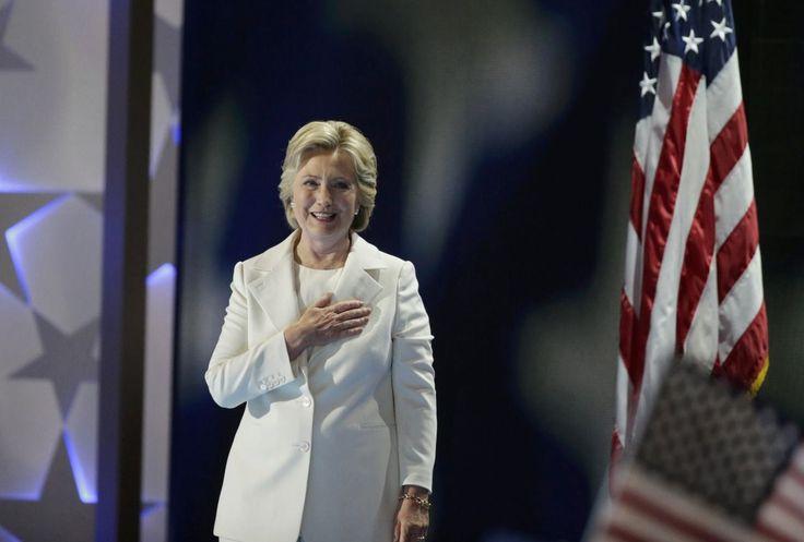 """Des irrégularités de certaines machines de vote dans trois """"swing states"""" auraient bénéficié à la victoire de Donald Trump, selon un groupe d'expert. Une défaite malgré 1,7 million de voix d'avance. Des experts en sécurité informatique et scientifiques du Michigan ont alerté Hillary Clinton sur un"""