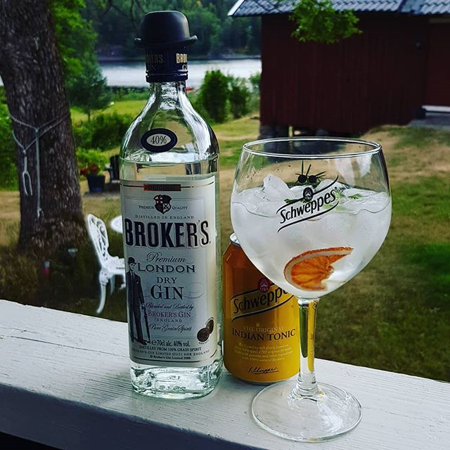 @brokersgin @schweppesgb Indian Tonic Water Lemon peel dried orange wheel coriander leafs. #gintonic #gin #gt #tonic #Schweppes #summer #dandywithlens DandyWithLens.com