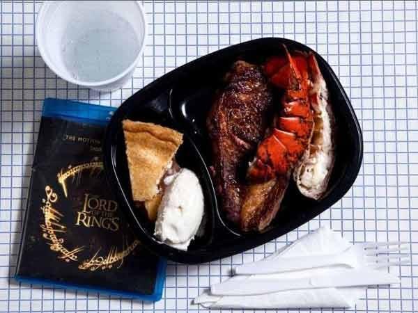 Ronnie Lee Gardner, 49 anni, Utah, furto, rapimento e omicidio di due persone. Ucciso da un plotone di esecuzione il 18 giugno 2010. Il suo ultimo pasto è stato aragosta, bistecca, torta di mele, gelato alla vaniglia. Il tutto consumato davanti alla proiezione della trilogia de Il signore degli anelli.