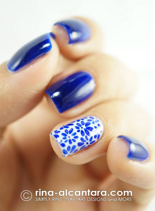 Porcelain Look Nail Art Design. She does it with hand painting, but I wonder if I could make it work with stamped nail art . . .Blue Flowers, Accent Nails, Nailart, Nails Design, Rings Fingers, Flower Nails, Nails Art Design, Nail Art, Blue Nails