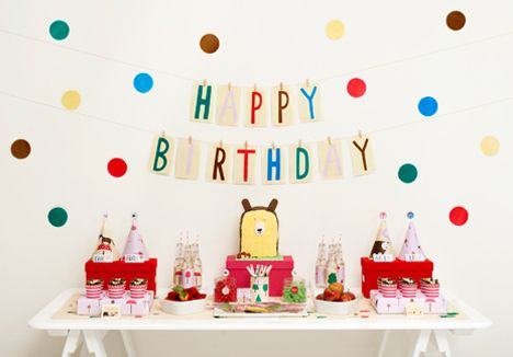 Forest Friends Party Styling: Friends Parties, Kids Parties, Birthday Banners, Bears Birthday Parties, Handmade Charlotte, Friends Birthday, Parties Ideas, Brown Bears, Forests Friends