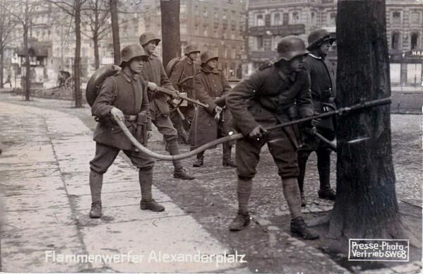Rob Schäfer ‏@GERArmyResearch  Feb 3 #SpartacistUprising #Berlin, 1919 - Flame thrower squad of Freikorps Potsdam #history @I_love_Berlin pic.twitter.com/AmzTaGTsvE