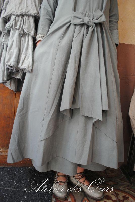 MLLE MISTIGRI : Robe en coton gris clair ~ I want the shoes the most!