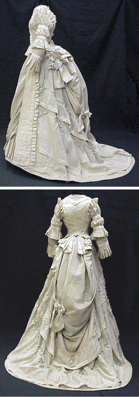 wedding dress, ca. 1875. Wool and silk. La Dame de Tours (authentic collection)