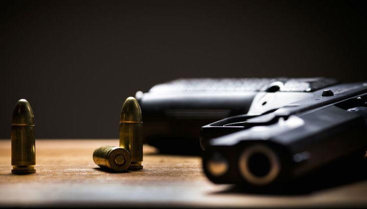 Άνδρας κάθισε πάνω σε όπλο και πυροβόλησε τα γεννητικά του όργανα