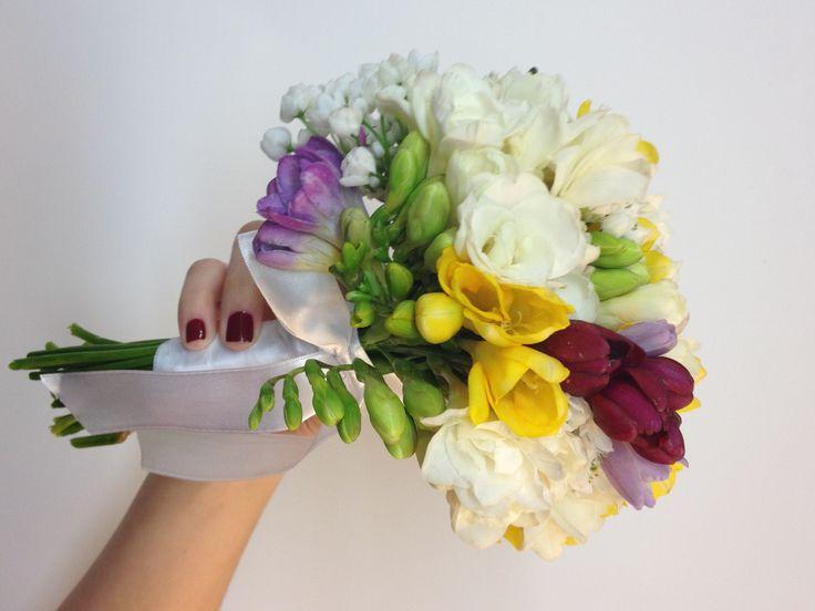 MINI-BOUQUET DE FRESIAS!! IDEAL PARA UN CASAMIENTO AL AIRE LIBRE!! #ramosdenovia #flores #fresias...