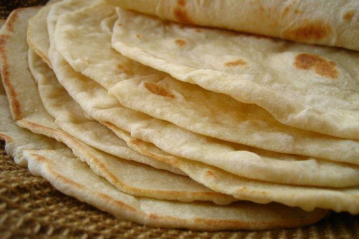 Кукурузные лепешки можно испечь кзавтраку или подать вместо хлеба. Они отлично сочетаются сджемом или повидлом.