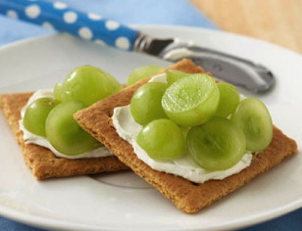 Healthy Snack Ideas #fitness #health  Grapes & Grahams: Take one graham cracker and split it into two squares. Spread each square with a light layer of cream cheese. Then sprinkle eight halved grapes over the top. It sounds strange, but it's so delicious!