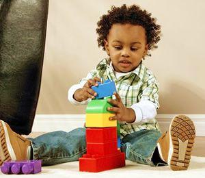 Todos los padres, tíos, abuelos, etc... nos hemos enfrentado en alguna ocasión al hecho de si el juguete que hemos elegido para nuestro hijo, sobrinos, nietos, etc... es el adecuado y si estaremos acertando con el gusto de nuestro pequeño y, todo ello, sin olvidar a que el juguete sea educativo o di