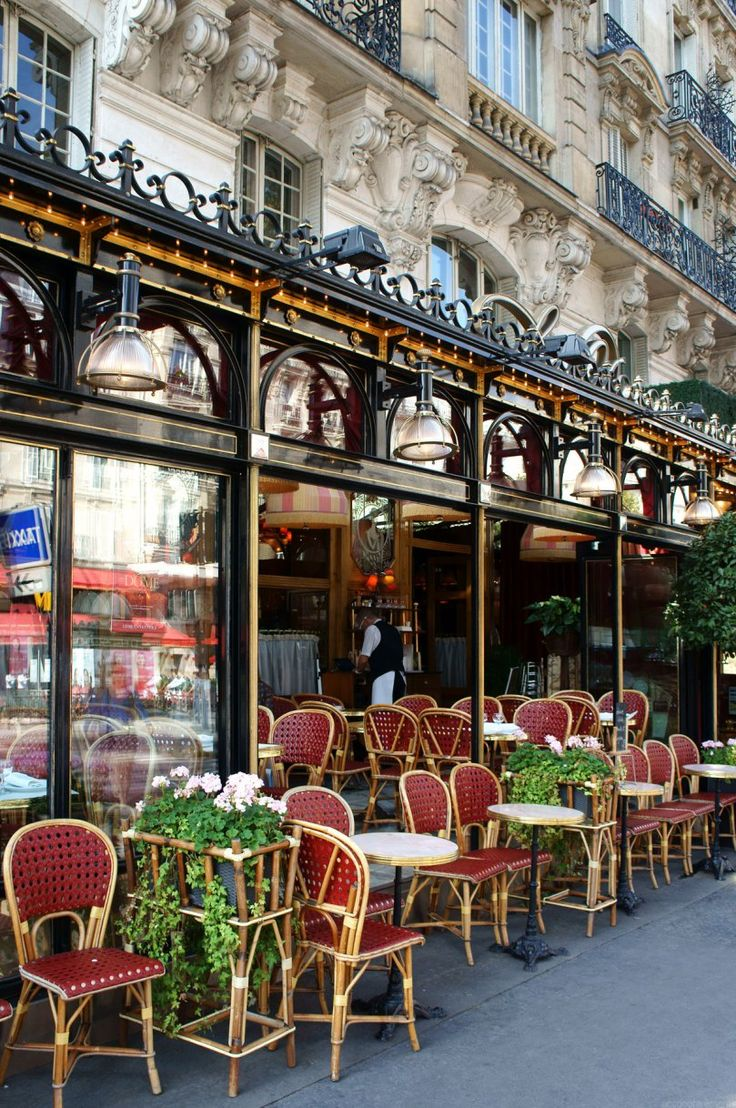 Outdoor cafe in paris with tower in background - Paris When It Sizzles