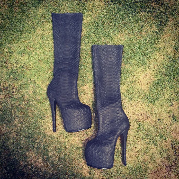 Обувь Вашей мечты на заказ. Любые размеры. Индивидуальный пошив. Выбор цвета и кожи. #сапоги #ботильоны #сапогиизпитона #ботильоныизпитона #сапогиназаказ #сапогилюбыеразмеры #купитьсапоги #выбратьсапоги #весна #обувь #моднаяобувь #красиваяобувь #высокийкаблук #shoes #pythonleather #pythonshoes #pythonfashion #hihgheels #fashion
