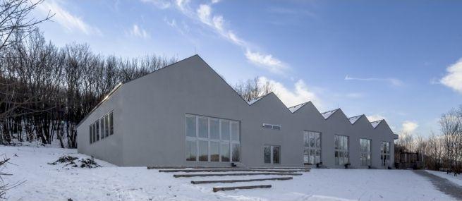 http://epiteszforum.hu/waldorf-iskola-pilisszentlaszlon1