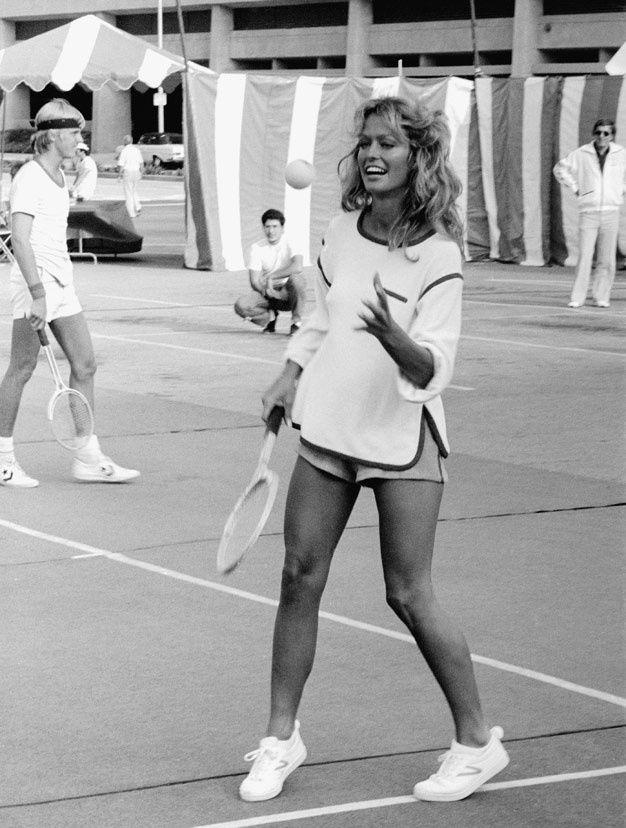 Farah Fawcett qui joue au tennis 2                                                                                                                                                     Plus