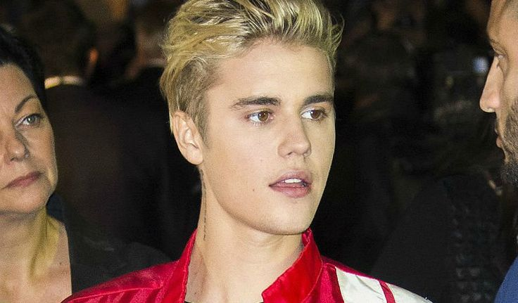 Justin Bieber Addresses Haters In 'Be Yourself' Speech During Impromptu Los Angeles Performance
