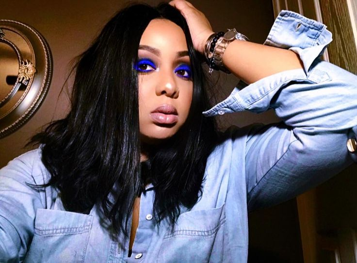 Details:  EYES: @UrbanDecayCosmetics electric pallet & @TooFacedCosmetics sweet peach pallet  Foundation: @Maccosmetics Contour: @ABHCosmetics Highlighter: @Carlibel pallet  Lip: a combo of several lips!  Brows: @rubykissesmakeup brow sculpture (Comment for more details/question)  #makeup #maccosmetics #browdownbitches #highlighter #kkwbeauty #kyliecosmetics #eyebrows #eyeshadow #carlibybel #makeuptutorial #makeup #makeupforever #lauramercier #lauragellar #fentybeautybyrihanna #ultabeauty…