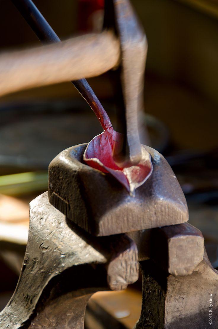 Forging a leaf #blacksmith