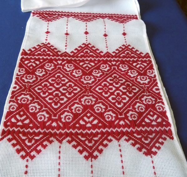 ukrainian embroideryEmbroidery Ideas, Embroidery Swedish, Pattern, Ukrainian Crafts, Beautiful, Crosses Stitches, Arm Band Tattoo, Ukrainian Embroideryy, Interesting Textiles