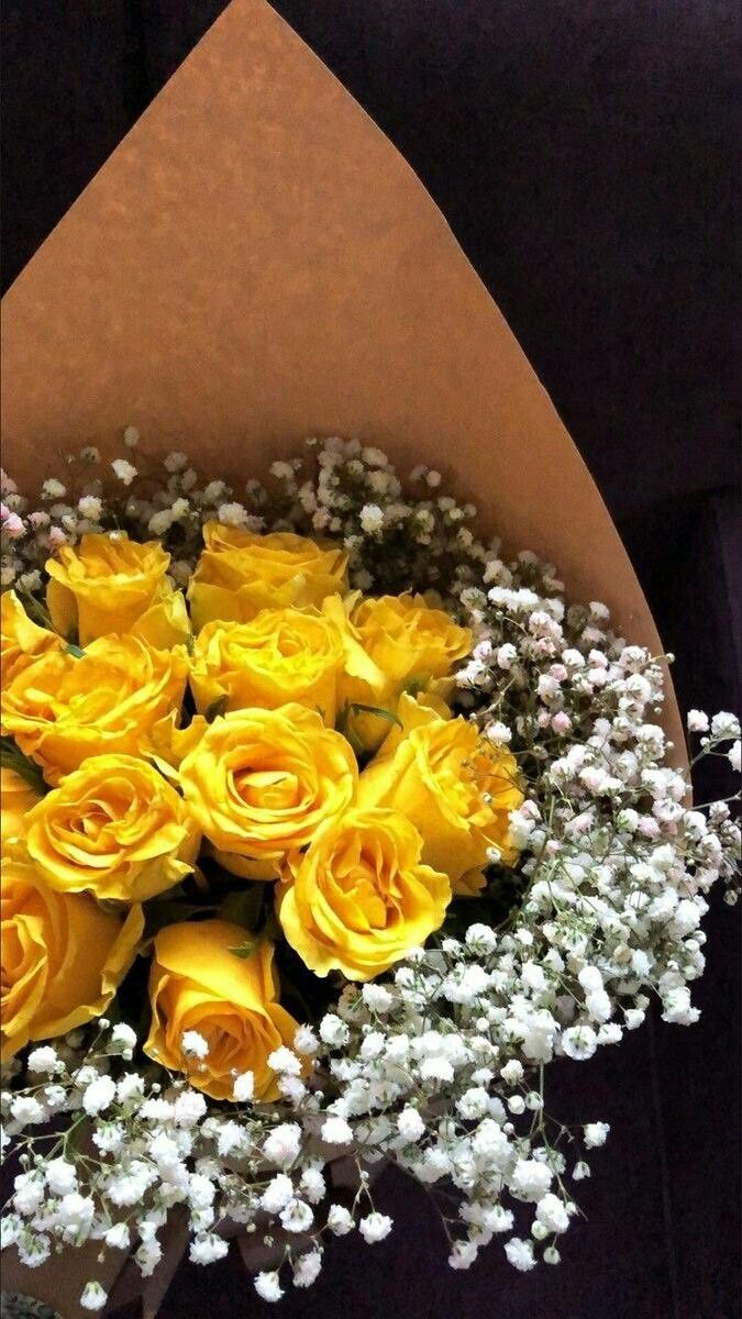 ثبت علميا أن اللون الأصفر لون الطاقة وتحفيز العقل ويعكس اشراقة النفس ويرمز إلى حب الحياة والإقبال عليها وله تأ Yellow Roses Yellow Flowers Roses Bouquet Gift
