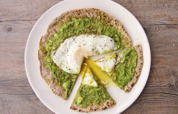 Быстрая пицца с яйцом и авокадо - кулинарный пошаговый рецепт с фото на KitchenMag.ru