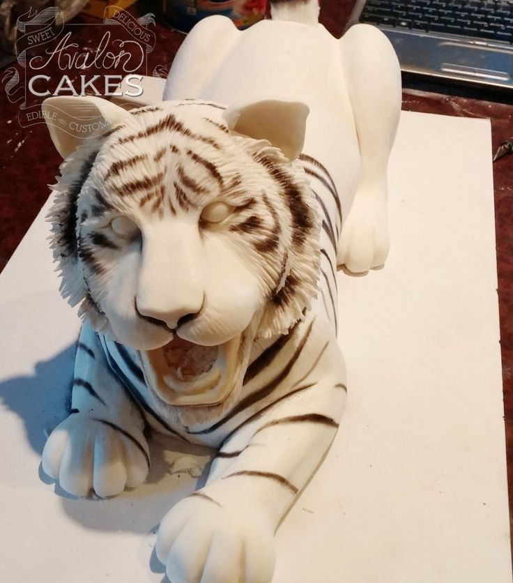 Avalon Cakes posted a blog about this amazing tiger cake a while ago and I wanted to share it with you. Such amazing details! It manages to be cute, furry, and fierce all at the same time. The cake…