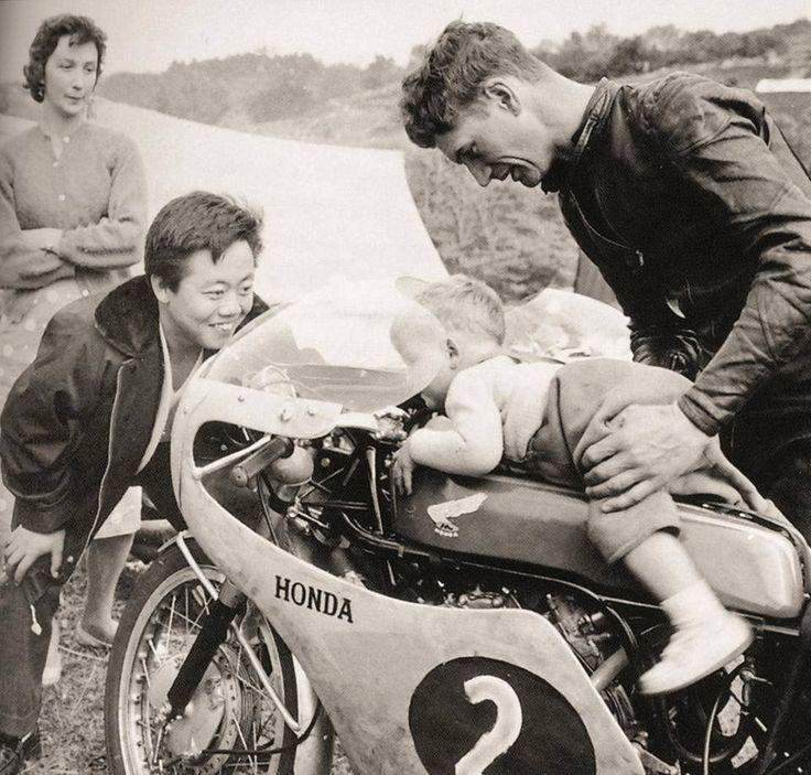 Jim REDMAN (Rho) Champion du monde 350 - 1965. 左:島崎貞夫さん
