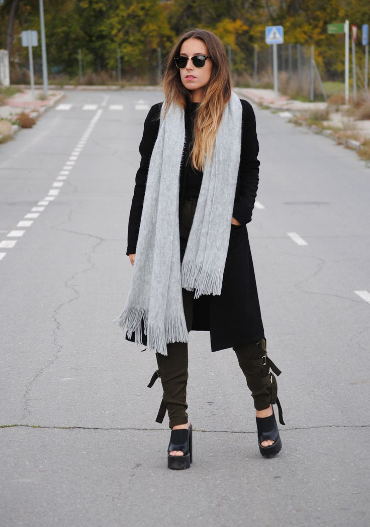 Green Cargo Pants. Cozy chic winter outfit. Trendencies
