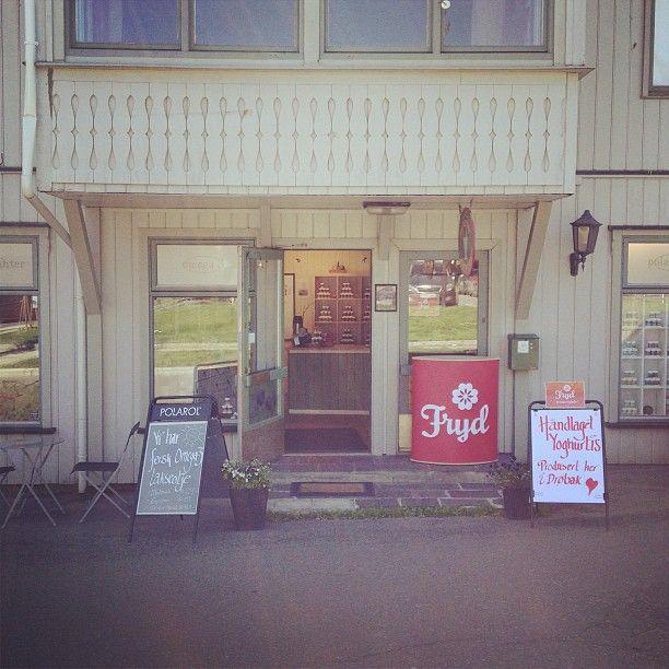 "@polarol's photo: ""Er du i Drøbak så ta turen innom Pilletriller'n! Visste du at @frydyoghurt lages her? #ferskognaturlig #polarol #frydyoghurtis #håndlaget"""