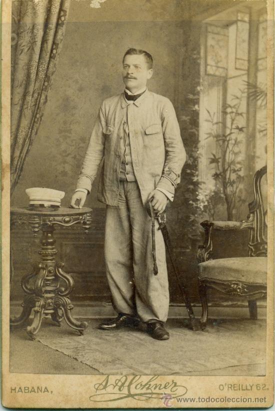 Fotografía antigua: CUBA. HABANA. MILITAR ESPAÑOL. TENIENTE DE CAZADORES DE INFANTERIA. HACIA 1880. CABINET CARD. - Foto 1 - 29192359