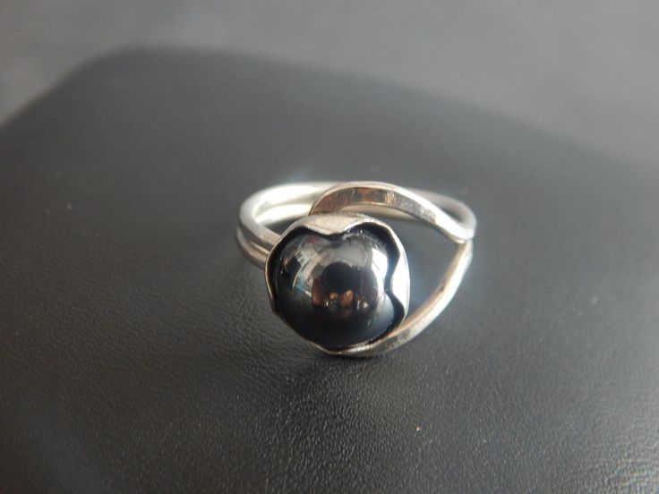 """Bague """"coeur"""" en métal argenté Cabochon en verre couleur hématite T55 : Bague par bijou-lie34"""