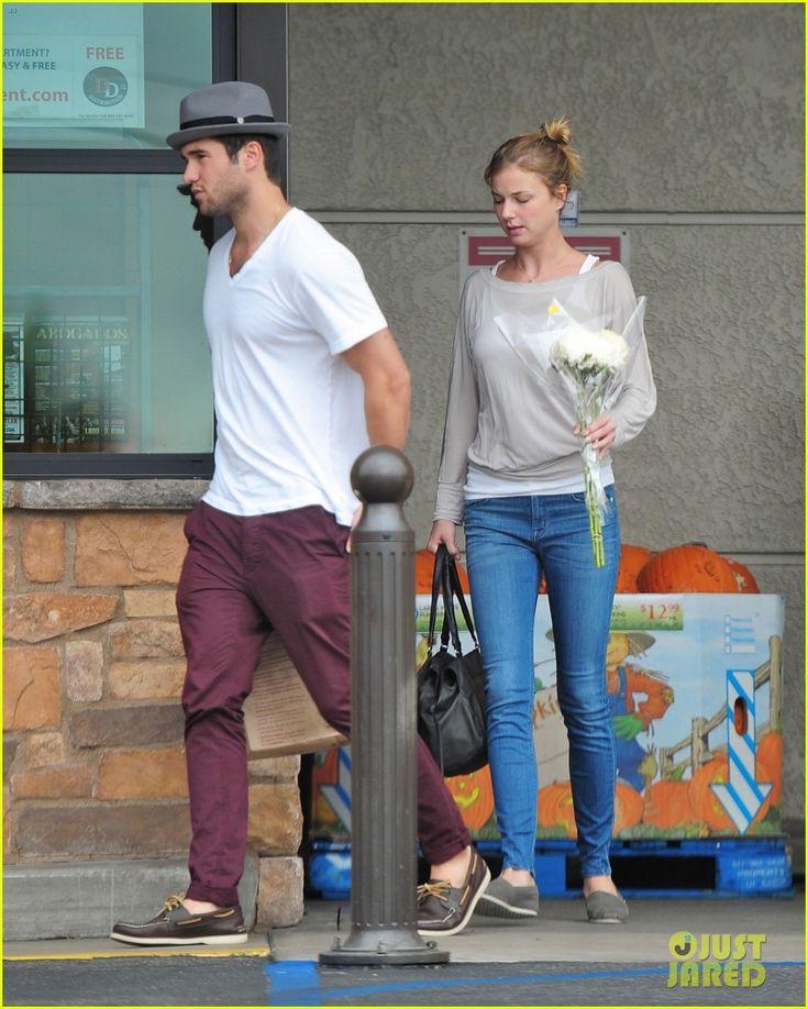 are emily and daniel from revenge still dating Emily vancamp and josh bowman fight on the set of revenge.