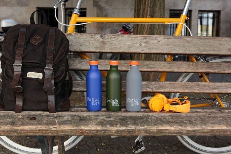 Blue, jungle green, formal grey. http://www.detailsdesignstore.it/it/urban-bottle/