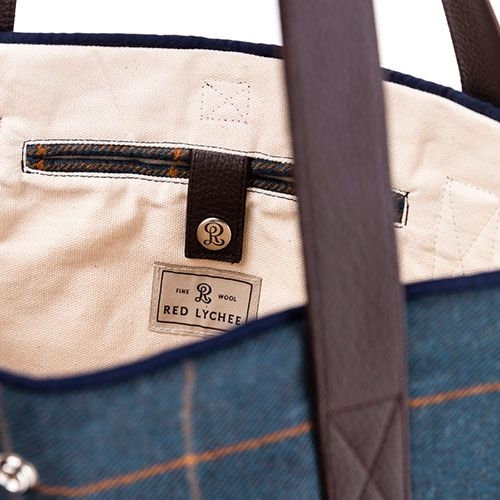 Vineyard bag is made from the finest wool and finished with contrasting navy blue trim. The carrying strap is made of natural leather.