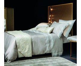 АДОНЕ Роскошную спальню сейчас невозможно представить без использования натуральных материалов. Особый шик добавляет отделка из муслина – ткани изысканной и очень мягкой.